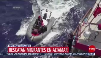 FOTO: Rescatan migrantes en el Mar Mediterráneo