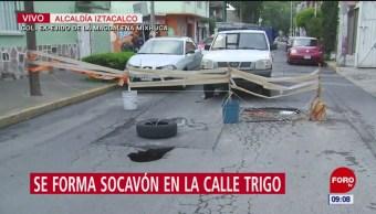 Se forma socavón en calles de la alcaldía Iztacalco, en CDMX
