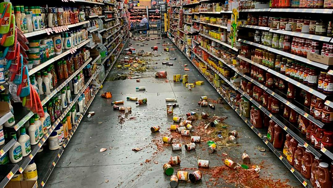 Foto: Los alimentos cayeron de los estantes en el pasillo de una tienda de autoservicio de California tras el sismo, 6 julio 2019