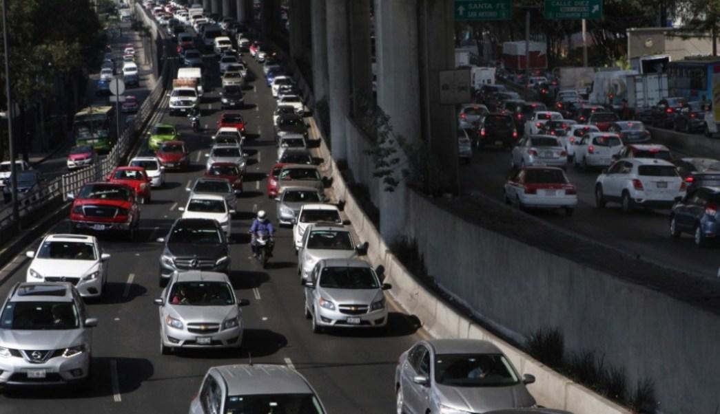 Imagen: No circulan autos con engomado azul este viernes 12 de julio, el 11 de julio de 2019 (AP, archivo)