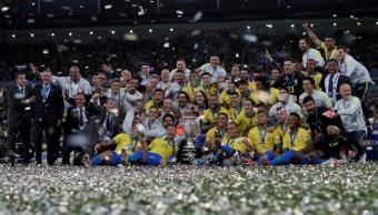 Foto: Los jugadores de Brasil celebran ganar la Copa América con el trofeo del campeonato, julio 7 de 2019 (Reuters)