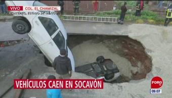 Vehículos caen en socavón de la colonia El Chamizal, en Ecatepec