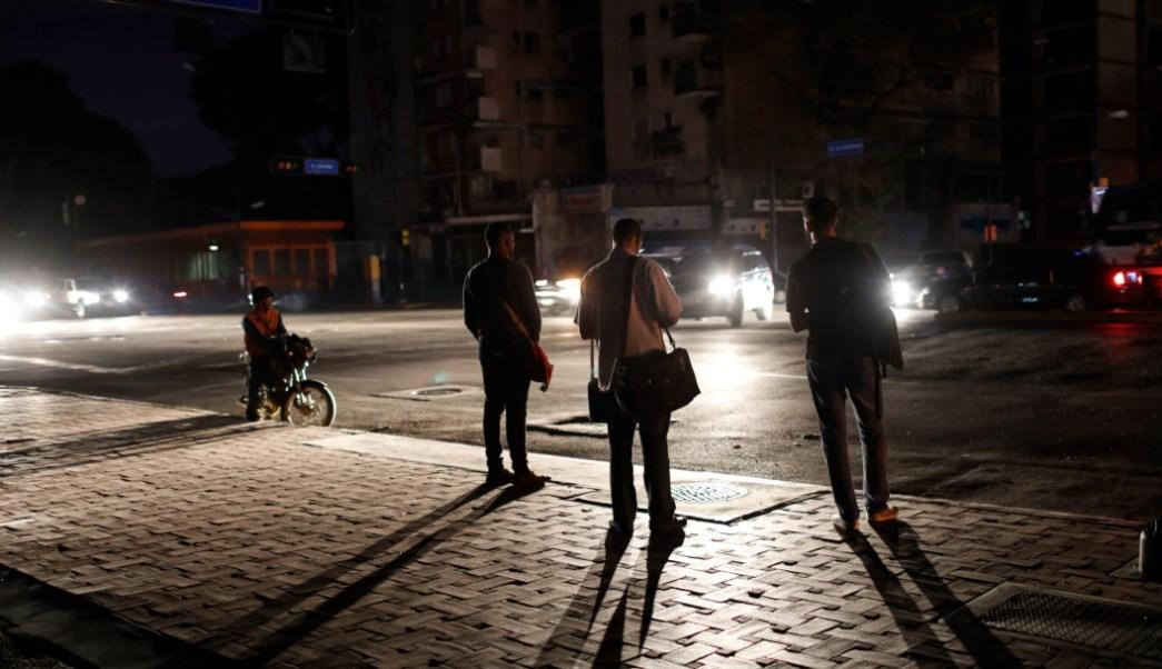 """FOTO Venezuela: Apagón fue por """"ataque electromagnético"""" (AP)"""