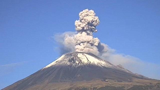 Foto: Volcán Popocatépetl registra una exhalación con una columna de 1.5 kilómetros de vapor de agua y gases, 28 julio 2019