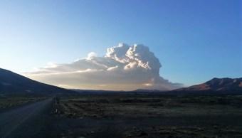 Perú: Explosiones del volcán Ubinas dejan más de mil 300 afectados; declaran emergencia