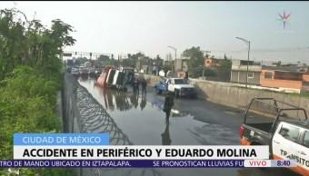 Vuelca camión con yeso en Periférico y Eduardo Molina, CDMX
