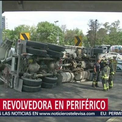 Vuelca revolvedora de cemento en Periférico, CDMX
