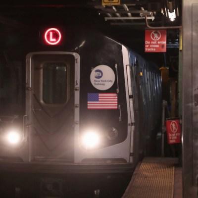 Hombre apuñala a dos personas tras discutir por asiento del Metro