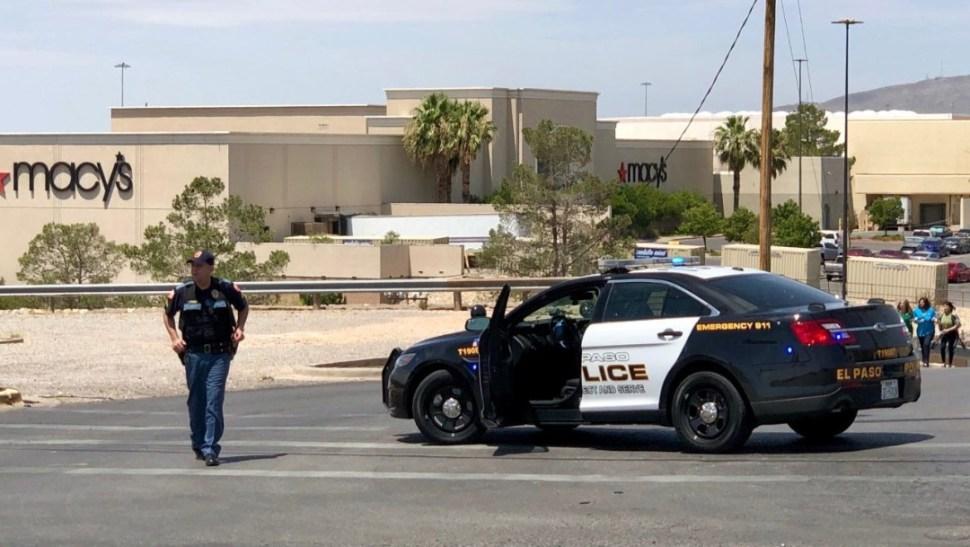 Foto: Elementos de la Policía de El Paso, Texas, durante operativo tras tiroteo en centro comercial, el 3 de agosto de 2019 (Reuters)
