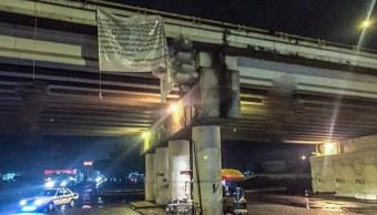Foto: El CJNG se atribuyó la masacre con una manta dejada en Uruapan, 8 de agosto de 2019 (EFE)