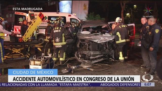 Accidente vehicular en Congreso de la Unión deja tres heridos