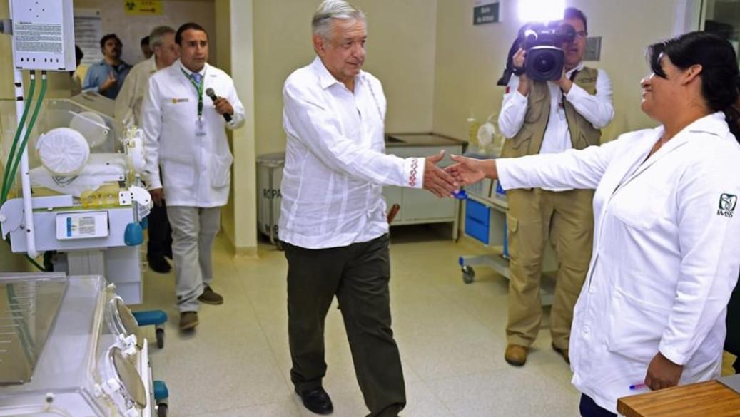 Foto: AMLO inició en Miahuatlán, Oaxaca, el tercer día de la gira de este fin de semana en hospitales rurales del IMSS Bienestar, 18 de agosto de 2019 (EFE)