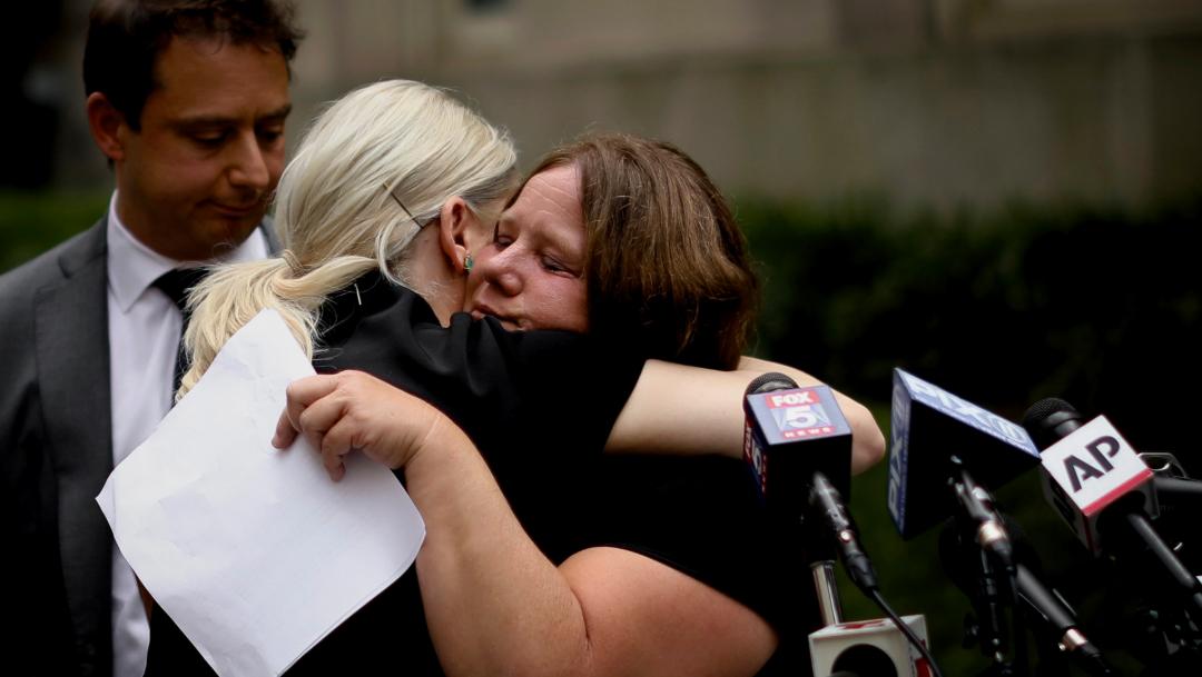 Foto: Las víctimas celebraron la entrada en vigor de la Ley, 14 de agosto de 2019 (AP)
