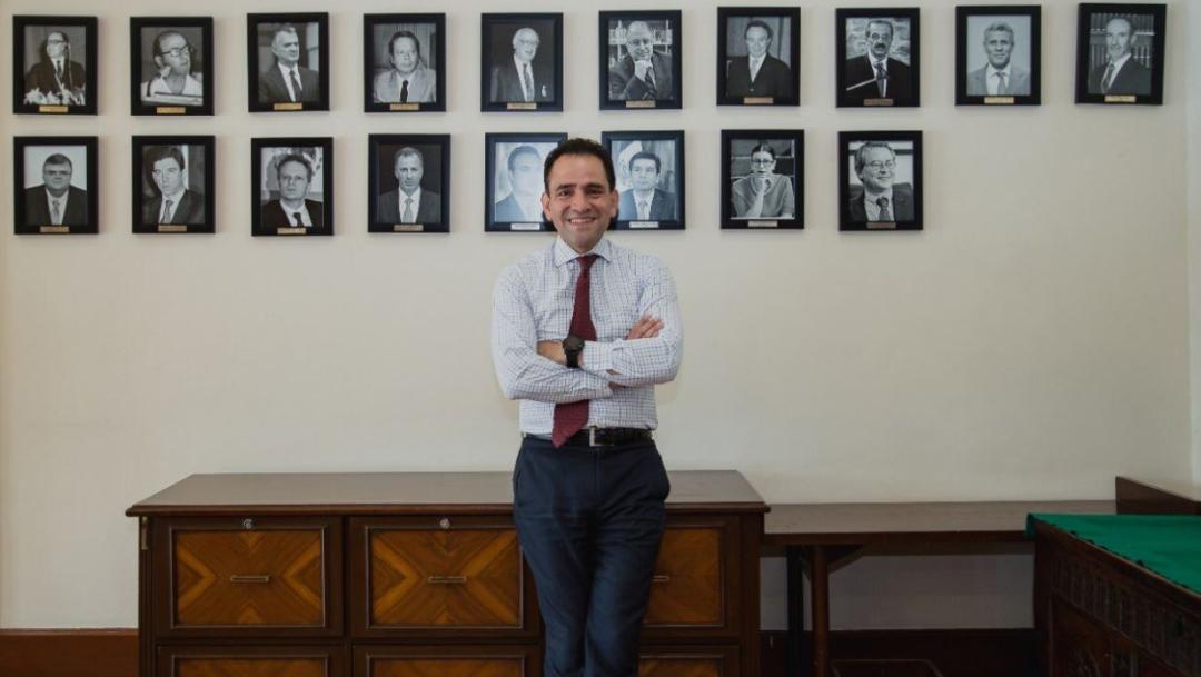 Foto: El secretario de Hacienda, Arturo Herrera (c) y al fondo se ven las fotografías de sus antecesores, 14 agosto 2019