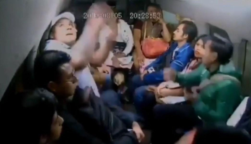 Asalto a pasajeros en combi de Chalco