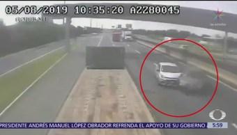 Automóviles chocan tras rebasar a tráiler en la México-Puebla