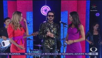 Beto Cuevas en el estudio de Al Aire con Paola Rojas