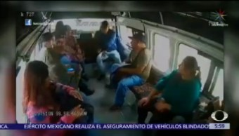 Delincuentes asaltan combi en la Lechería-Texcoco