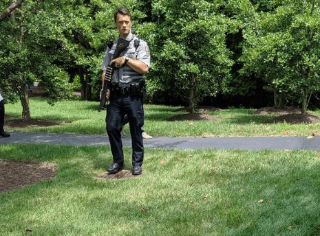 FOTO Desalojan oficina de USA Today en Virginia por hombre armado (Twitter)