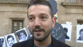 FOTO Diego Luna entrega carta en Palacio Nacional, por búsqueda de personas desaparecidas (FOROtv)