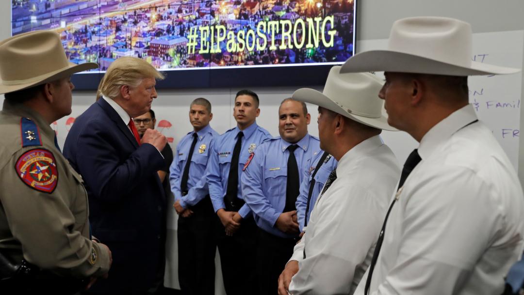 FOTO Donald Trump se reúne con policías del Paso, Texas, tras tiroteo (AP)