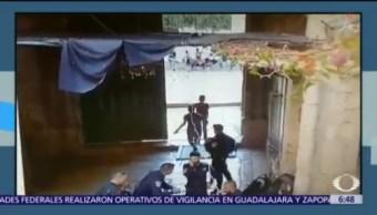 Dos palestinos atacan con cuchillo a policía israelí