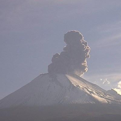 Volcán Popocatépetl emite ligera incandescencia y 125 exhalaciones