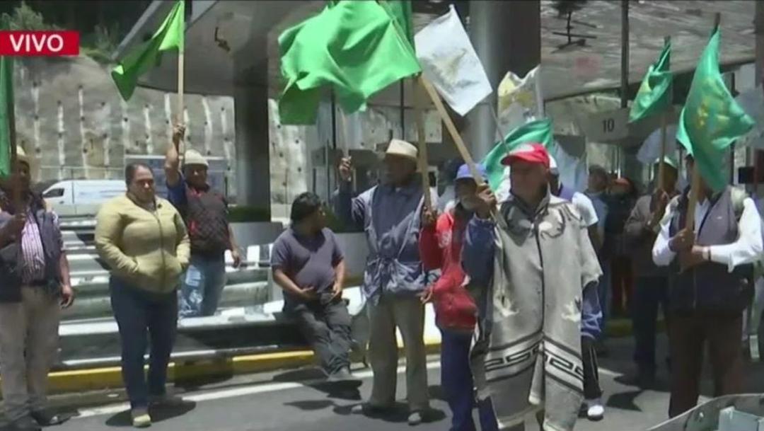 Foto:Un grupo de campesinos que protestan en la autopista México-Toluca