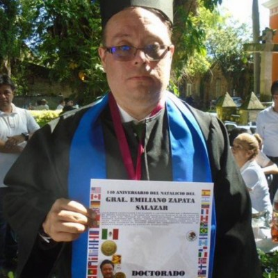 Escritor mexicano con Síndrome de Down recibe doctorado Honoris Causa