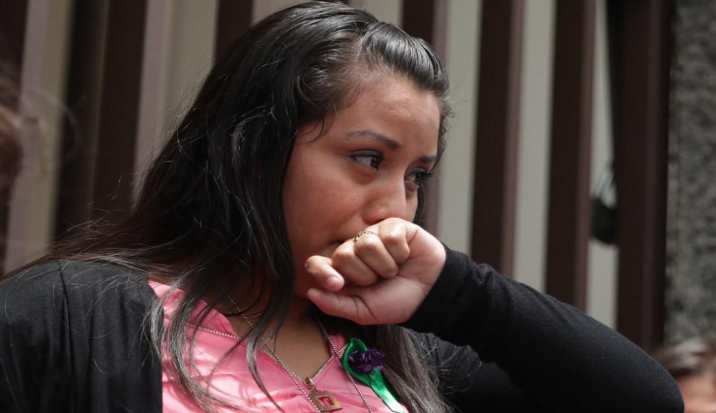 Absuelven a Evelyn Hernández, acusada de homicidio por supuesto aborto en El Salvador
