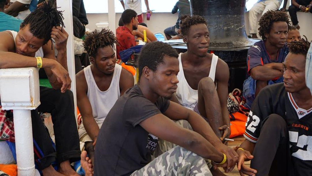 Foto: Los magistrados han abierto un proceso contra quien resulte responsable por omisión, luego que le fue prohibido al barco atracar en Lampedusa, 20 de agosto de 2019 (EFE)