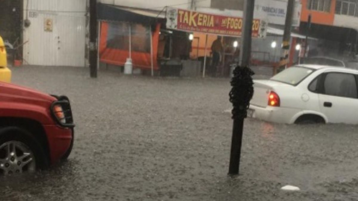 Fotos: Varios autos quedaron varados por la inundación en Calzada de San Mateo, en Atizapán de Zaragoza, Estado de México. El 5 de agosto de 2019