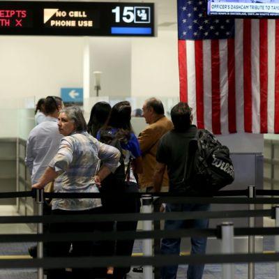 Trump anuncia controles en EEUU a viajeros de ciertos países por coronavirus