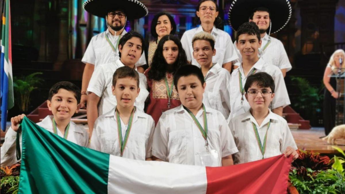 Niños mexicanos ganan ocho medallas en olimpiada de Matemáticas.