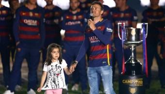 Foto: El entrenador Luis Enrique celebra con su hija Xana después ganar la Copa Del Rey con el Barcelona. AP/Archivo