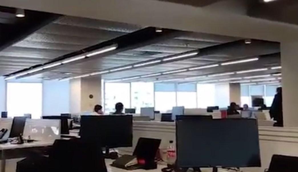 Foto: El sismo provocó que las lámparas de una oficina de Santiago de Chile, Chile, se movieran. El 1 de agosto de 2019. Reuters