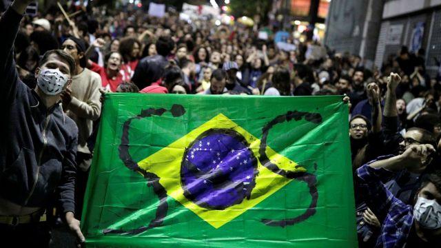 Foto: Miles de personas protestaron en las calles de Sao Paulo, Brasil, contra el presidente Jair Bolsonaro. Reuters