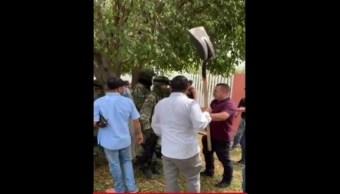 Foto: Pobladores de Oaxaca agreden a elementos de la Guardia Nacional, 25 agosto 2019