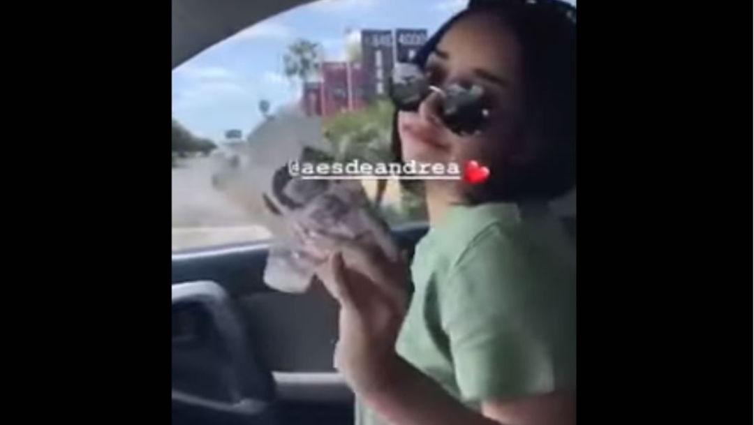 Foto Hija de alcalde se 'echa aire' con billetes de 500 pesos 14 agosto 2019