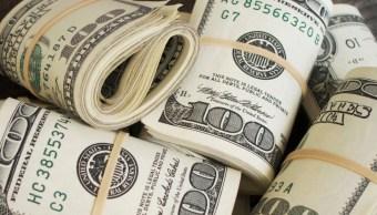 Hombre, Recupera Dinero, Caja De Zapatos, Recupera Dinero Que Tiró A La Basura, Hombre Recupera Dinero, Tira Caja De Zapatos Con Sus Ahorros