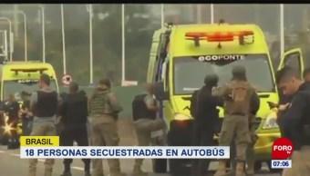 Hombre toma rehenes en autobús de Brasil y amenaza con incendiarlo