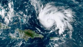 """FOTO Huracán """"Dorian"""" se aleja de Puerto Rico y avanza hacia Florida (AP)"""