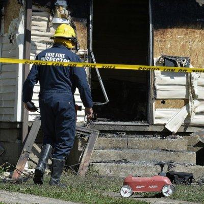 Mueren en incendio tres hijos de un bombero mientras atendía otro percance