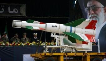 Imagen: Un misil Ghasedak de superficie a superficie iraní, el 24 de agosto de 2019 (Getty Images, archivo)