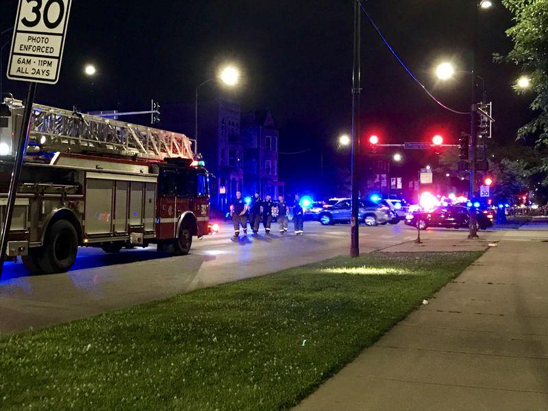 Foto: Un policía abatió al presunto tirador en uno de los hechos violentos en Chicago, 4 de agosto de 2019 (Chicago Tribune)