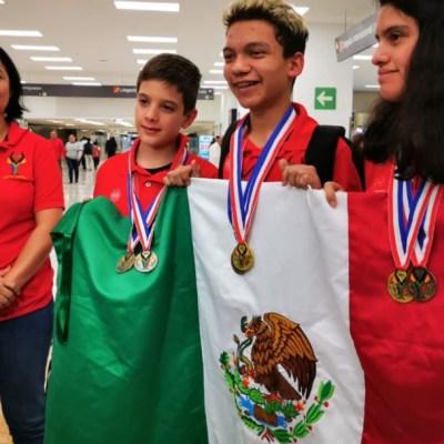 Llegan a México ganadores de Olimpiada de Matemáticas apoyados por Guillermo del Toro