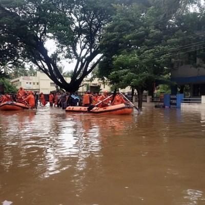 Lluvias monzónicas en India dejan 65 muertos y cientos de miles afectados