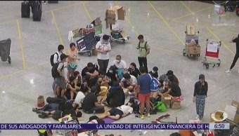 Manifestantes toman el aeropuerto de Hong Kong