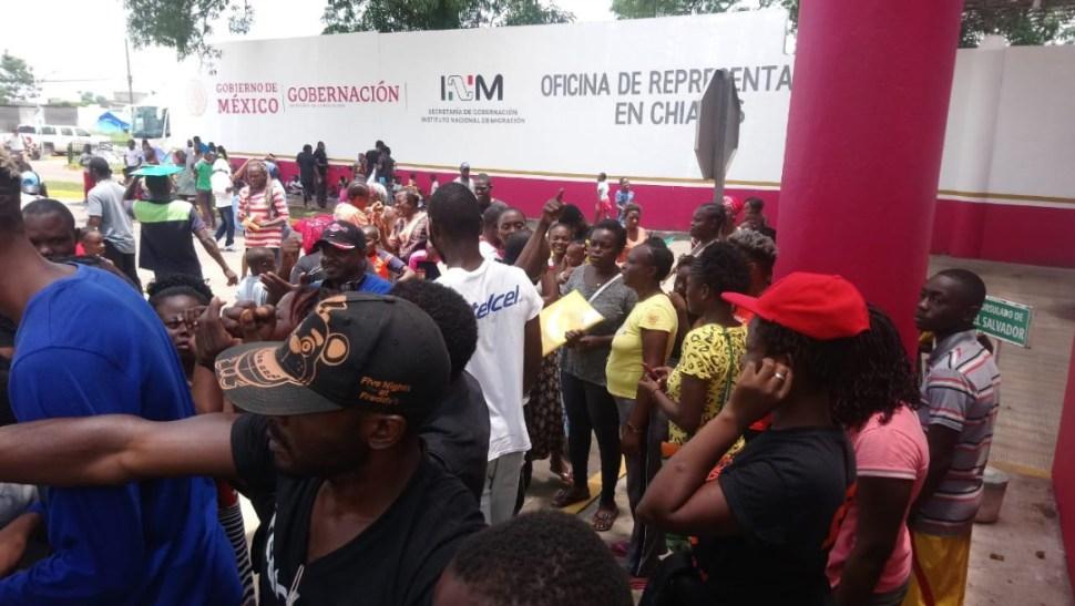 Resultado de imagen para migrantes protestan por cuarto dia en estacion migratorios siglo XXI Chiapas