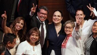Foto: Los senadores Mónica Fernández Balboa y Ricardo Monreal durante la sesión ordinaria del cambio de Mesa Directiva para el siguiente período, el 31 de agosto de 2019 (Andrea Murcia/ Cuartoscuro.com)